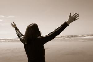 woman-worshiping-god-i9