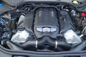 1280px-Porsche_Panamera_Engine